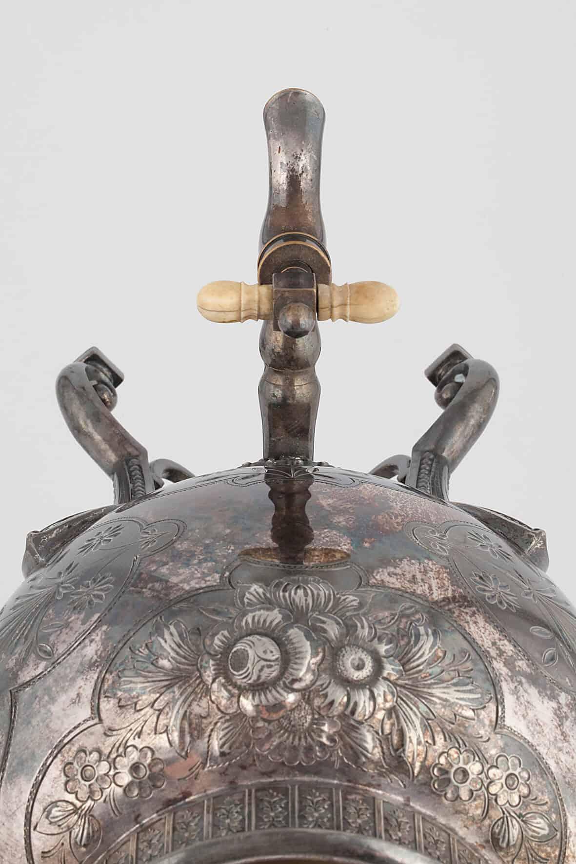 КБ 462   Бульотка с чеканным орнаментом   Музей самоваров и бульоток