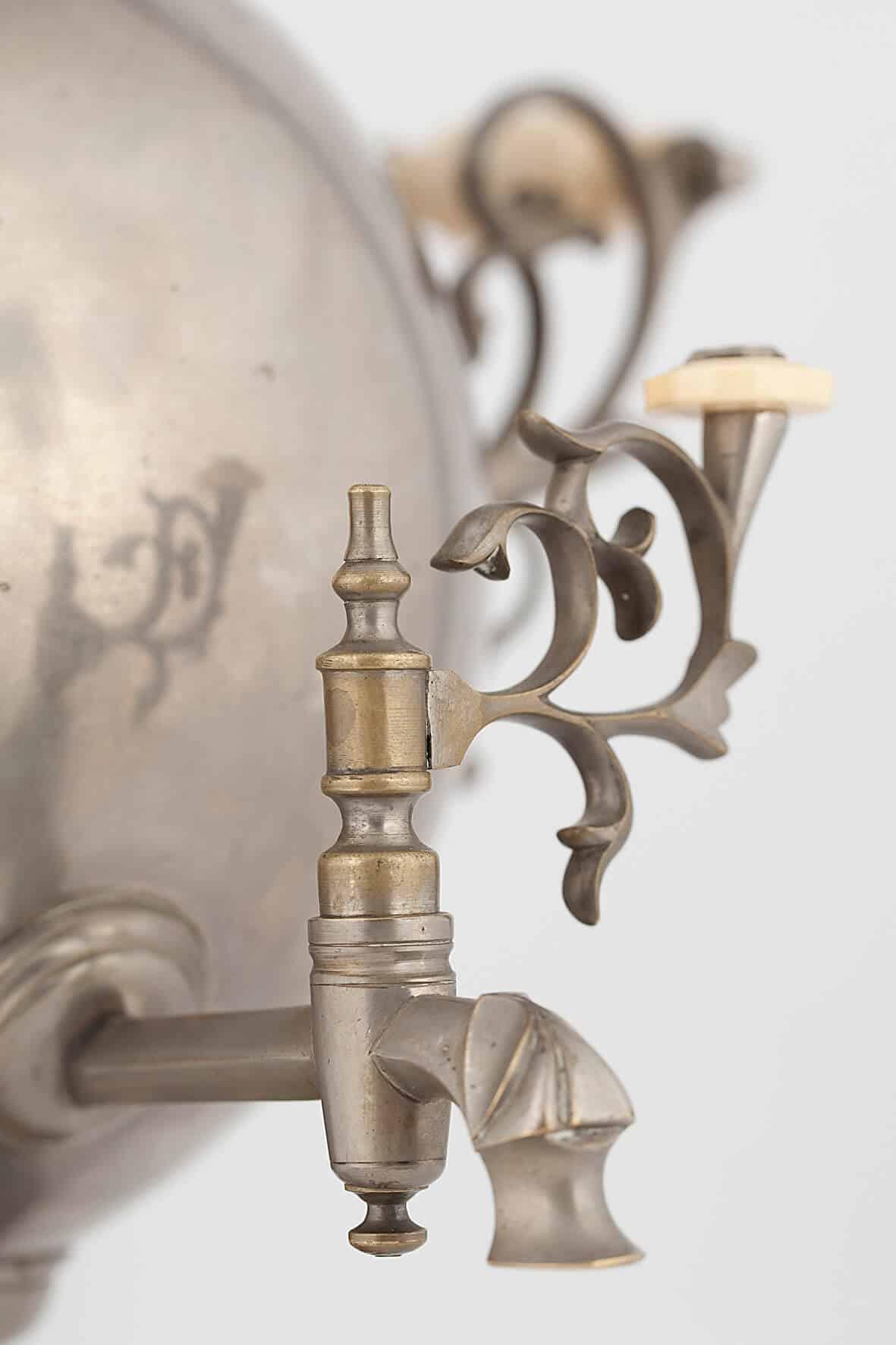 КБ 458 | Самовар-шар с фигурным поддоном | Музей самоваров и бульоток