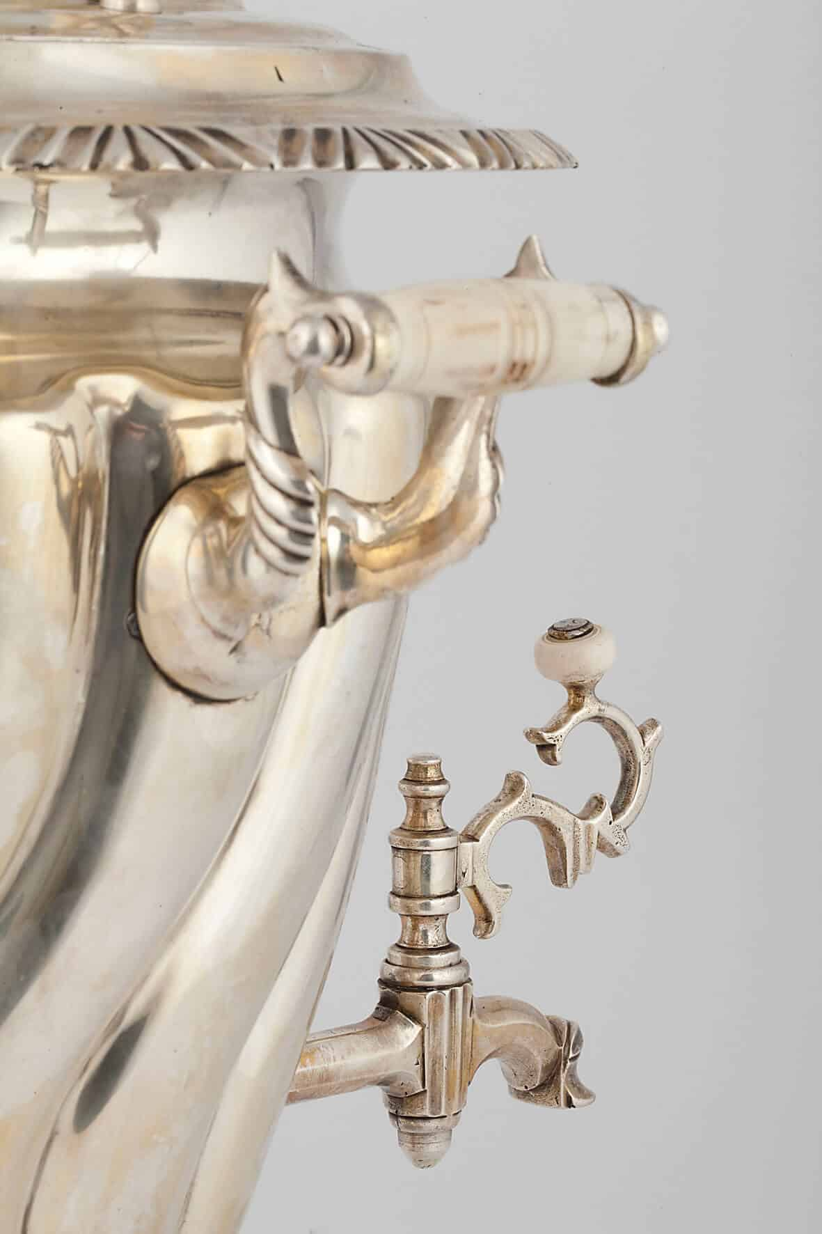 КБ 468   Самовар-рюмка с витыми овалами   Музей самоваров и бульоток
