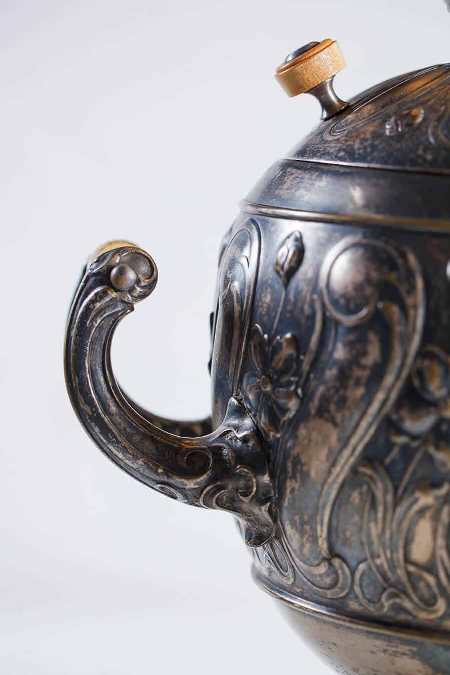 KB 577 Egg shaped samovar with floral patterns | Museum of Samovars