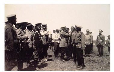 Раздача Н.П.Линевичем наград. 1905 г.
