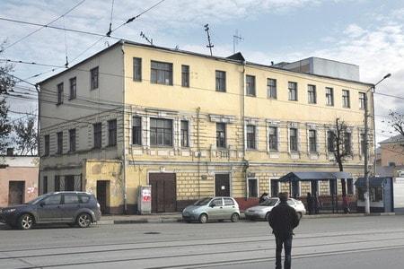 ом Дмитрия Шемарина на ул. Миллионной (Октябрьской), 3-й этаж – поздняя надстройка. Тула, 1990-е гг.