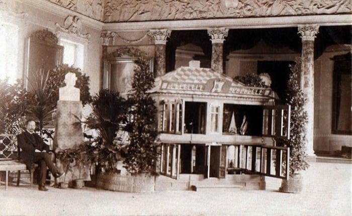 С.А.Голяшкин в 1910 г. на выставке в академии наук