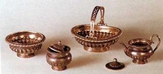Серебряный сервиз для столовой «маленького домика»