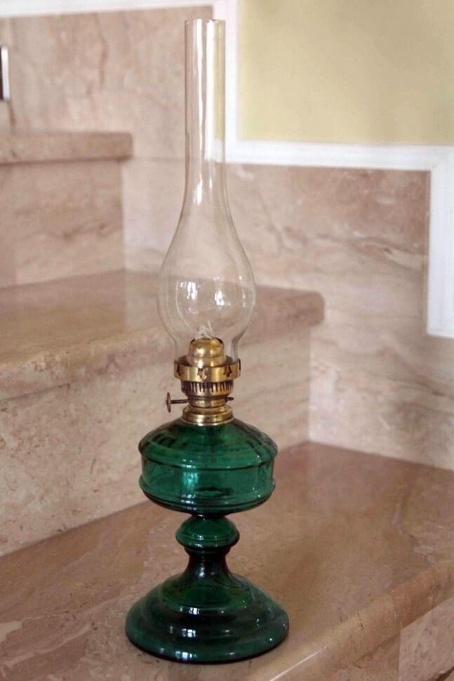 Керосиновая лампа со стеклянной колбой