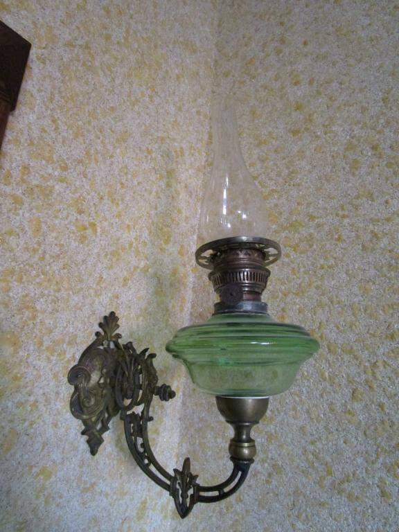 Настенная керосиновая лампа «стенник»